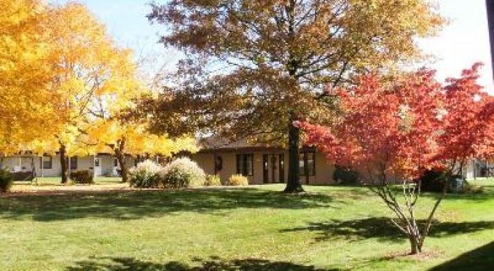 Walk-friendly grounds and seasonal foliage on display
